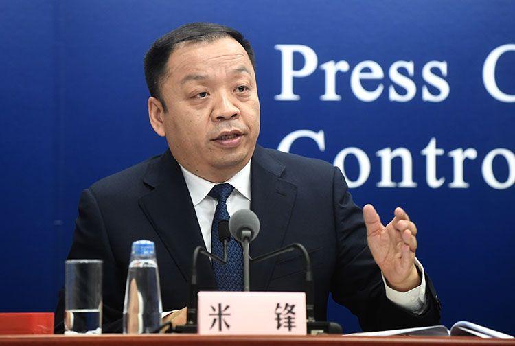 国度卫生康健委宣传司副司长米锋主持新闻公布会。