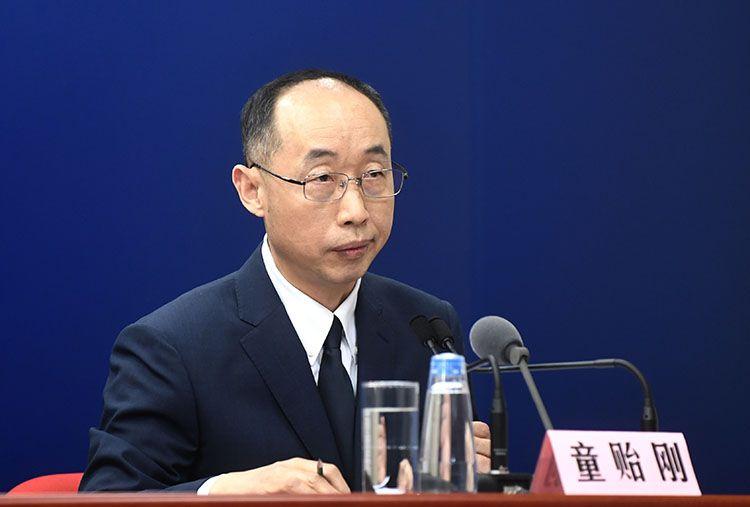 北京化工大学生命科学与技能学院院长童贻刚回覆记者提问。