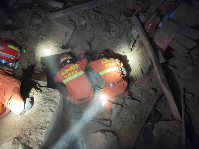【摩鑫注册】家县地震致4死24摩鑫注册伤消防拆除8图片