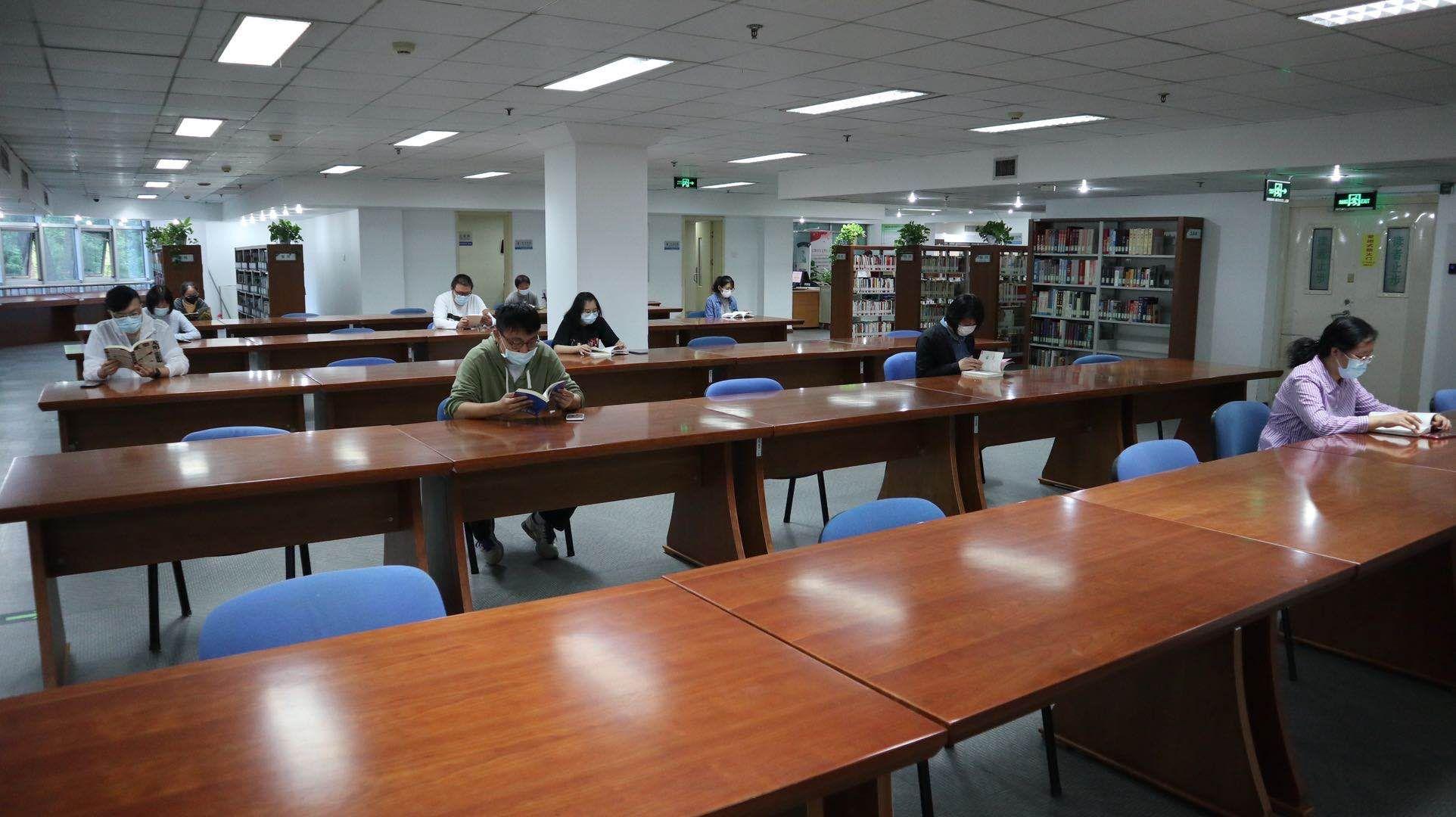 西城区图书馆今日恢复开放,北京多个区图书馆已恢复服务图片