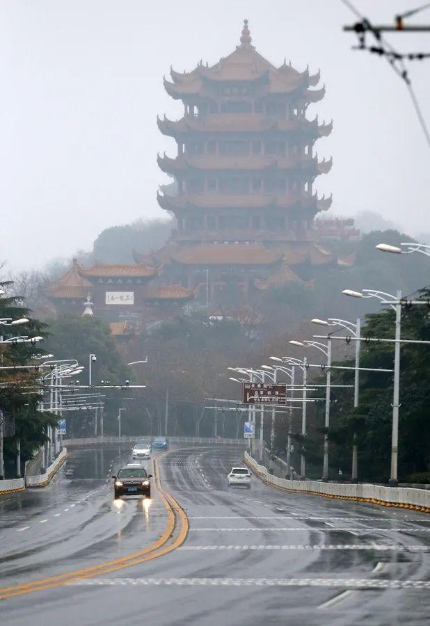 2020年1月24日,大年腊月三十,武汉黄鹤楼前。图:中国日报