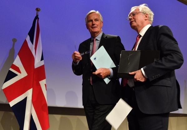 英国自明年起降低或取消多种关税,但维持对汽车征10%关税