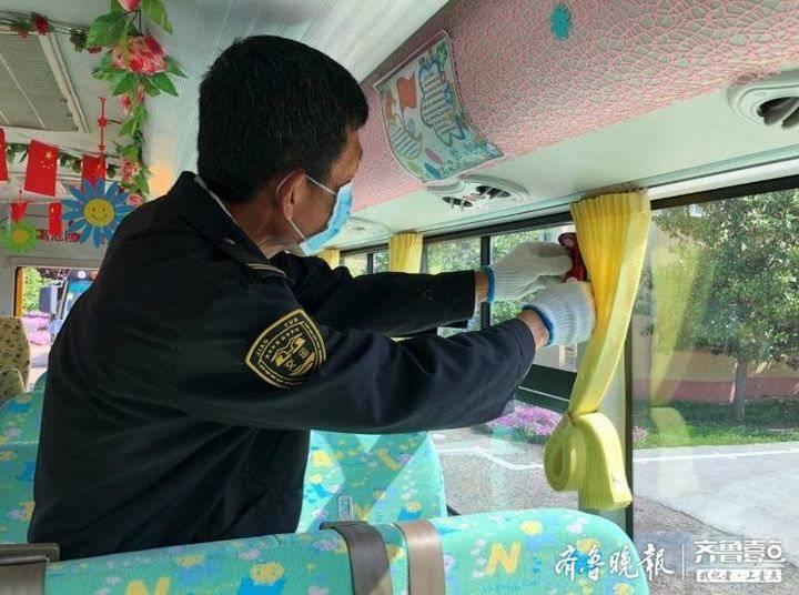 胶州:180部校车整装待发,迎接21日3到6年级小学生开学