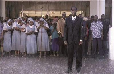 ▲反映卢旺达大屠杀的电影《卢旺达大饭店》。