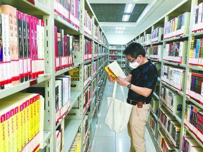 石景山区图书馆开馆迎接读者