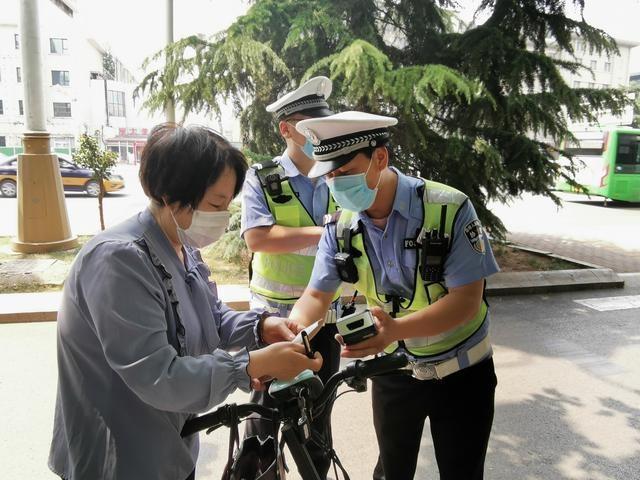 石家庄:交警集中整治行人、非机动车交通违法,半小时处罚20余人