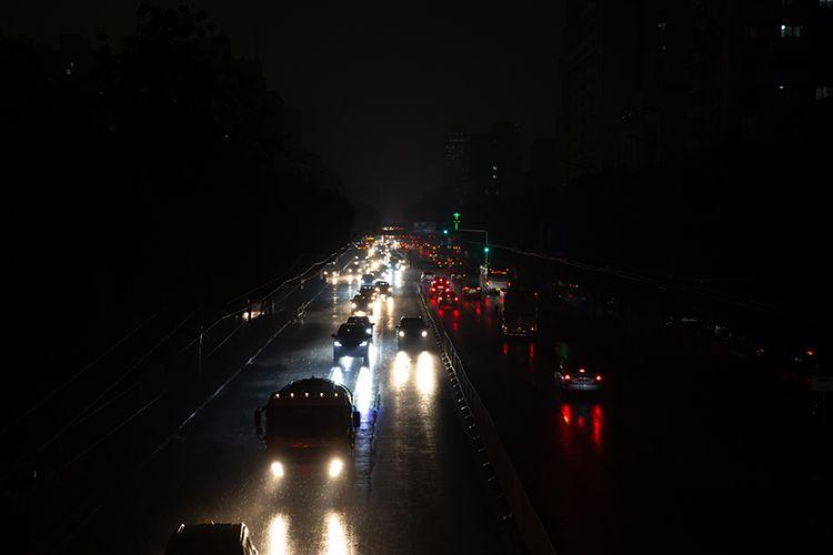 15时45分,新街口外大街,白昼如夜。