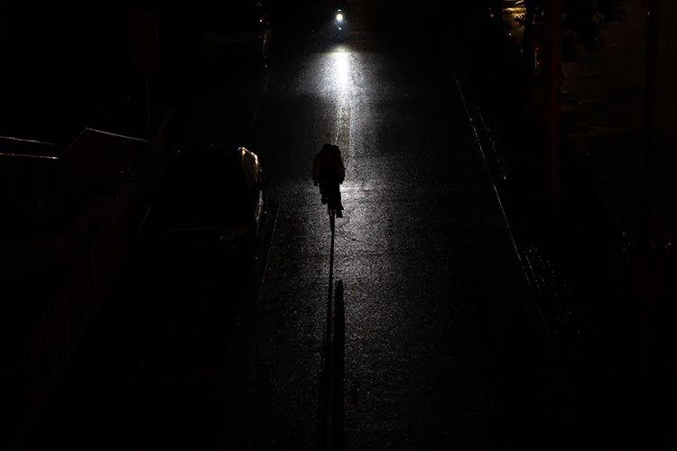 15时44分,新街口外大街,白昼如夜。