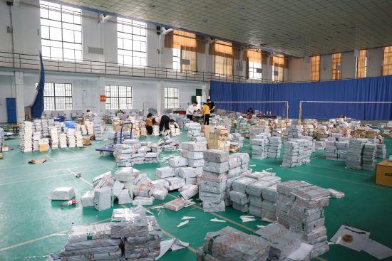 湘潭大学为学生免费邮寄教材近8万册