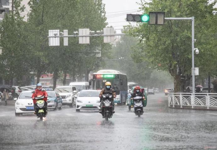 紧急预警!胶州人下班早回家,冰雹+雷雨+9级大风又来了!