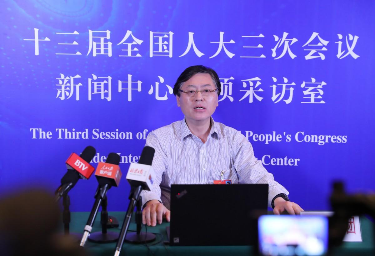 杨元庆代表:过去向人口要红利 现在要向智能化要红利