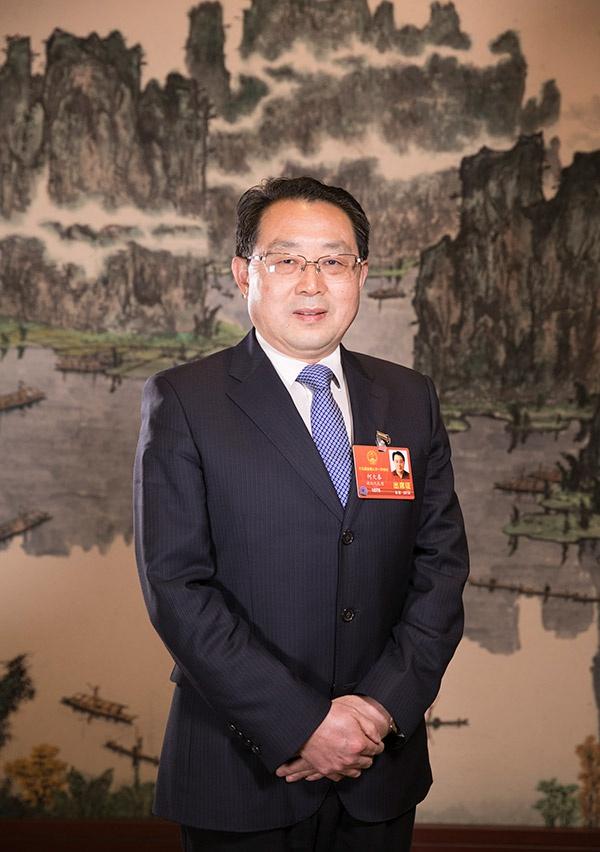 全国人大代表,湖北省长江产业投资集团有限公司党委书记、董事长何大春