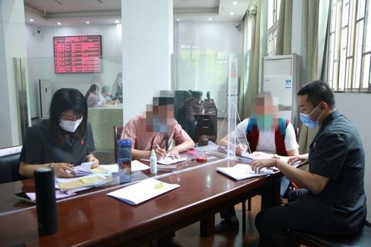 汉阳法院进行非法集资案款发还 144位受骗者拿回50余万