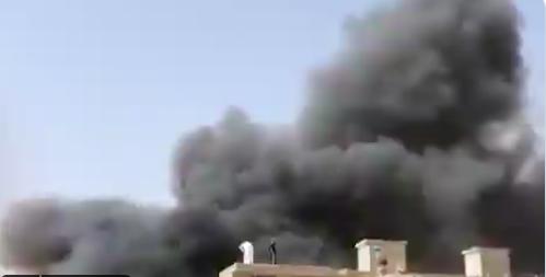 事故发生地冒出浓烟。/推特