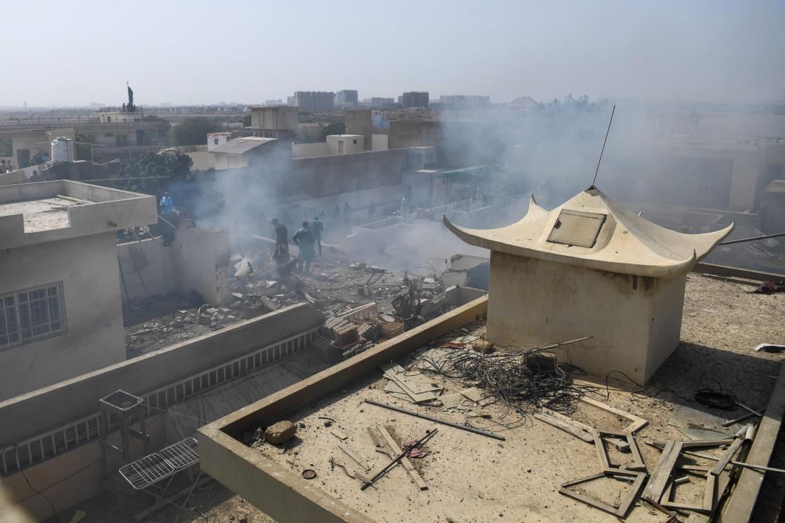 巴基斯坦客机坠毁致死97人,总理向遇难者致哀:立即调查