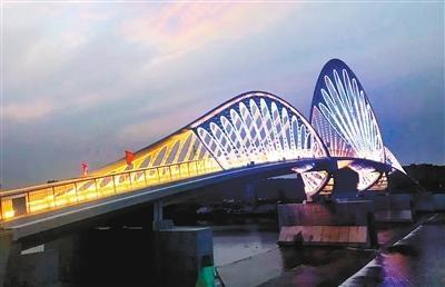 """沣河人行景观桥建成通行 桥体造型独特美观成""""打卡地"""""""