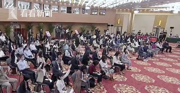 真刚!王毅现场纠正CNN记者提问角度图片