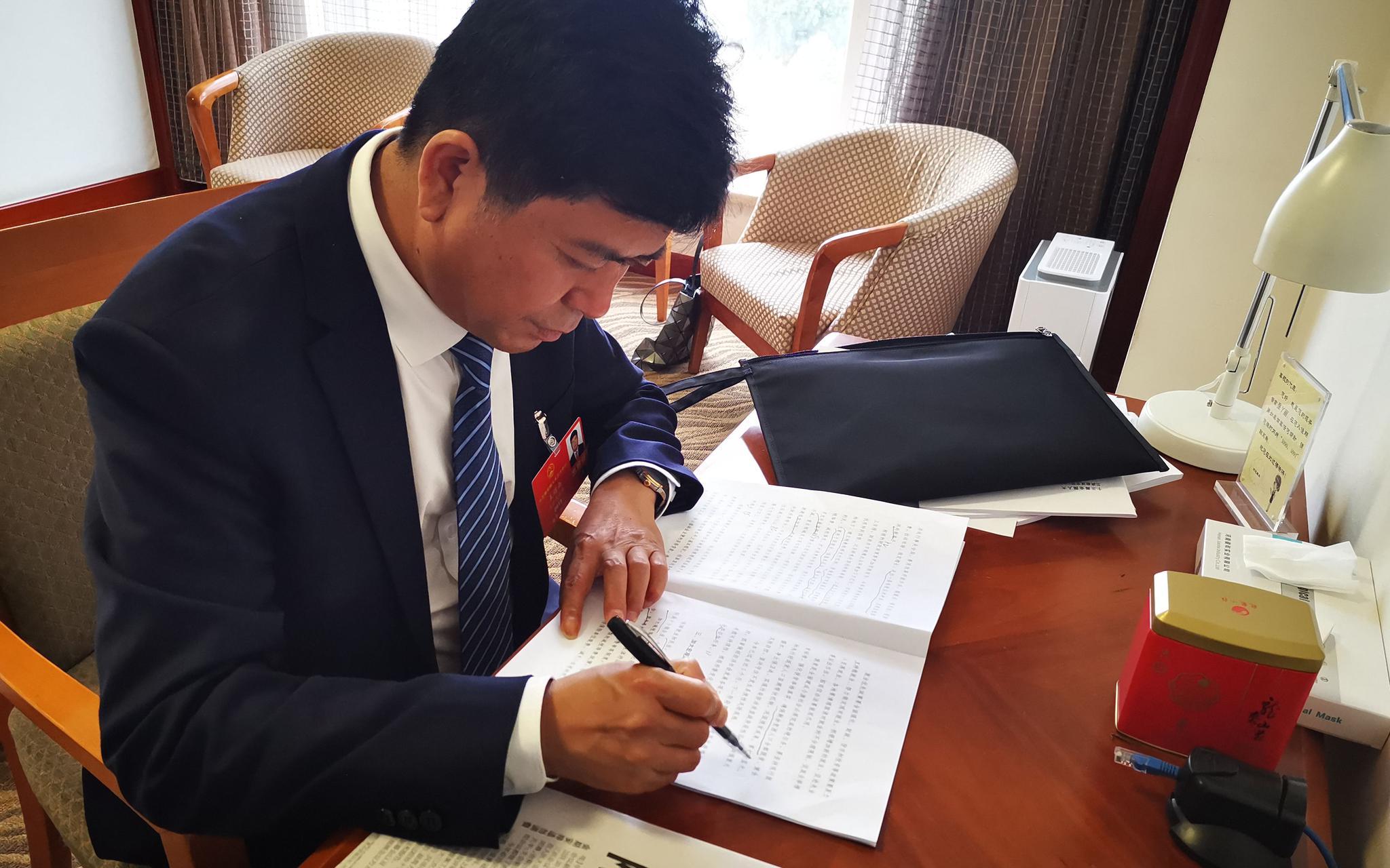 摩天登录:全国人大代表王绍南摩天登录图片