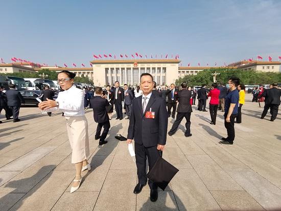唐锦波代表:要让恶搞英烈行为承担违法代价图片