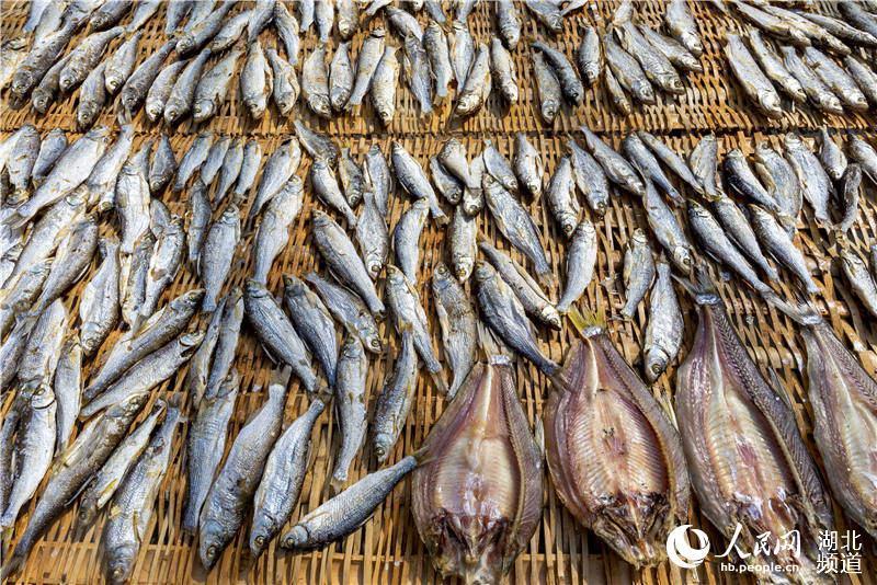 烤鱼产业成湖北通山渔民致富渠道