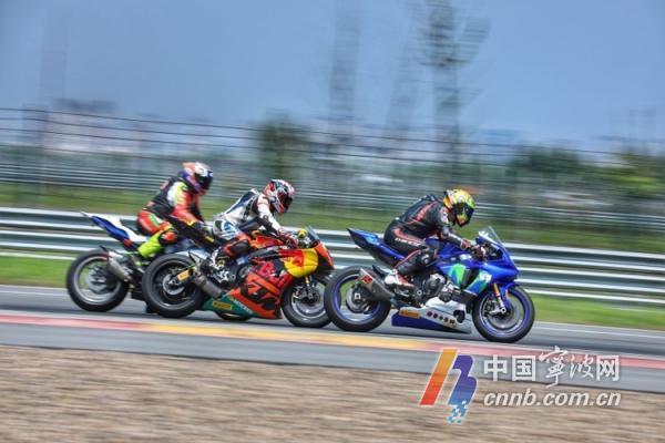 疫情后国内首场赛车比赛 60多位赛车手齐聚宁波国际赛道