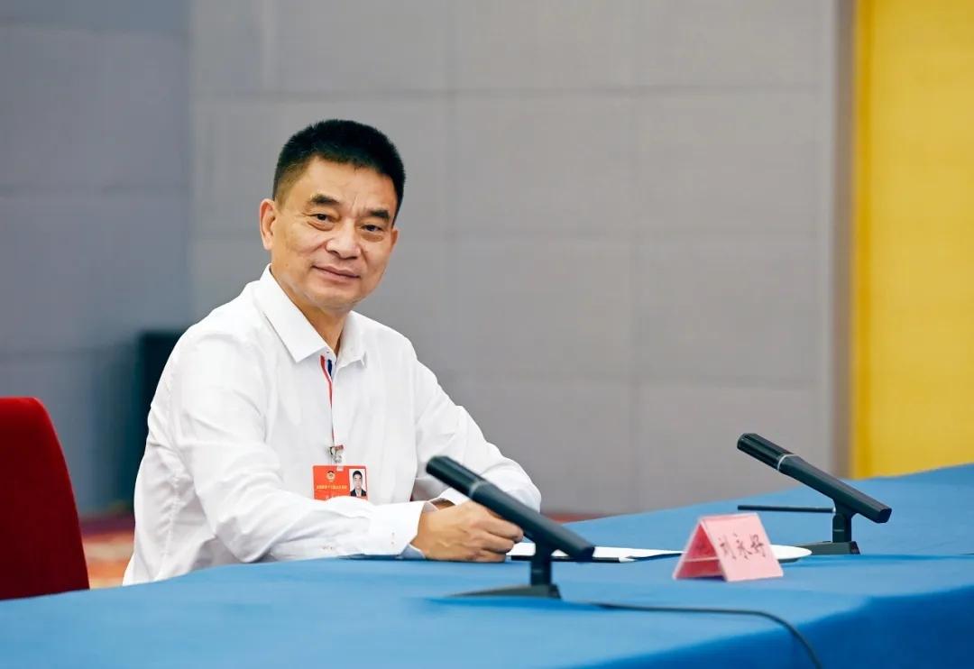 股票配资:国政协委员刘永好健全股票配资农村图片