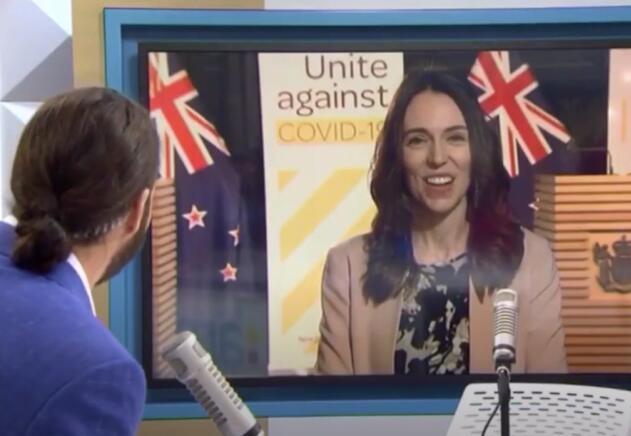 稳!新西兰总理电视直播时遭遇地震,不慌不躲继续接受采访