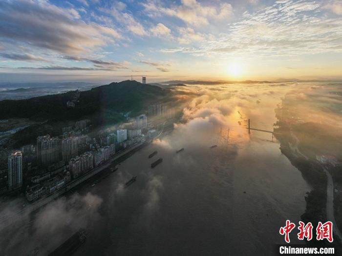 广西梧州:西江黄金水道如诗如画(图集)