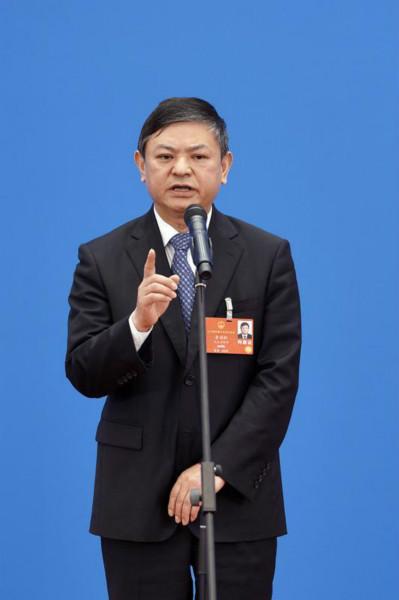 生态环境部部长黄润秋通过网络视频方式经受采访