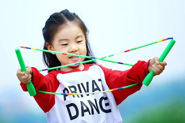 对话|4岁女孩跳绳比赛连夺7冠爆红,我们和她爸爸聊了聊