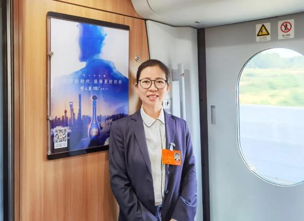 李薇代表:打造中国白酒产区文化,在国际市场形成明确认知图片