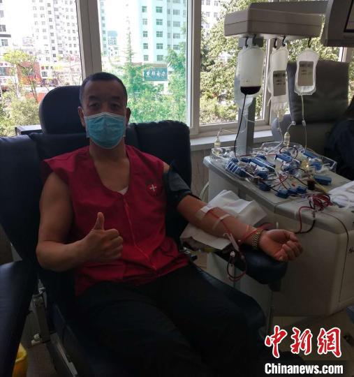 25年来,武显明走遍了长治市各个县区,目前累计参加无偿献血等志愿者服务5500多小时。 武显明供图