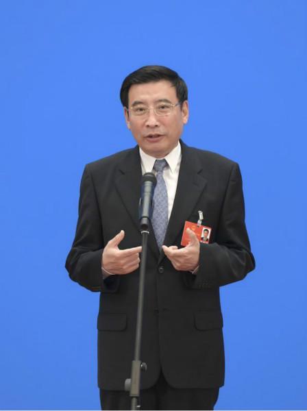家当和信息化部部长苗圩通过网络视频方式经受采访