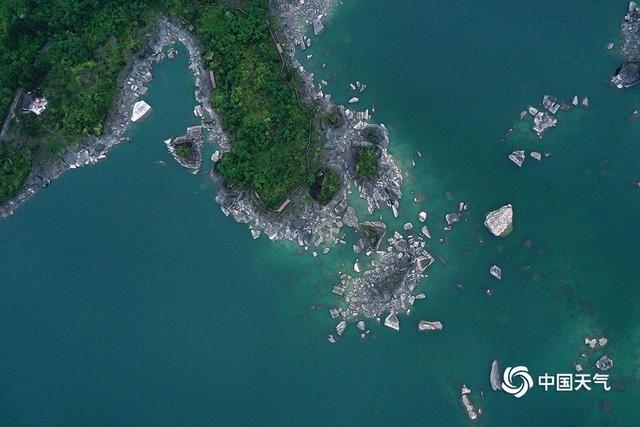 重庆黔江小南海水位下降,地质奇观露真容