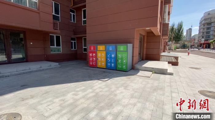 《山西省城市生活垃圾分类管理规定》从生活垃圾分类投放、收集、运输、处理等各个环节,全方位进行了规范。 屈丽霞 摄
