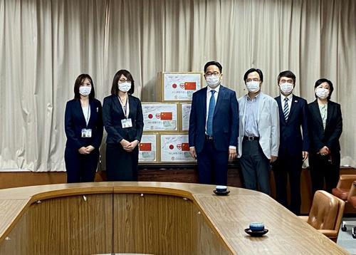 日本四国华侨华人联合会向当地捐口罩