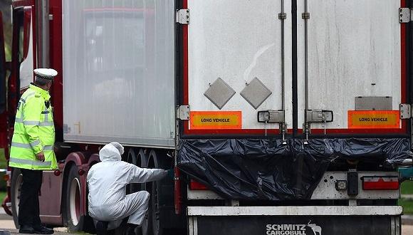 """26名""""蛇头""""被捕 英国死亡货车案获重大突破"""