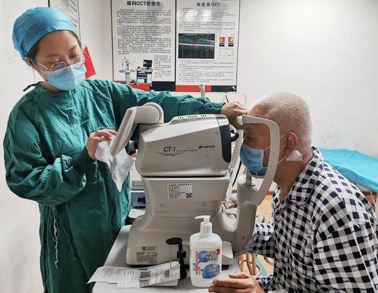 84岁老兵手术后重见光明感叹:白内障手术并不可怕