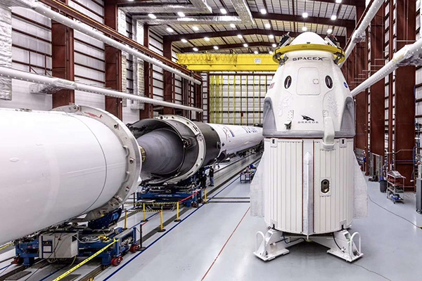 "SpaceX的""龙""即将起飞 载人航天新时代能否开启?"
