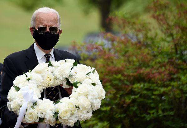 5月25日,拜登参加美国阵亡将士纪念日活动。(法新社)