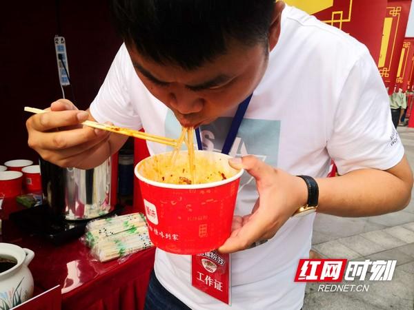 """湖南14市州50余家招牌米粉亮相""""5.27嗦粉节"""""""