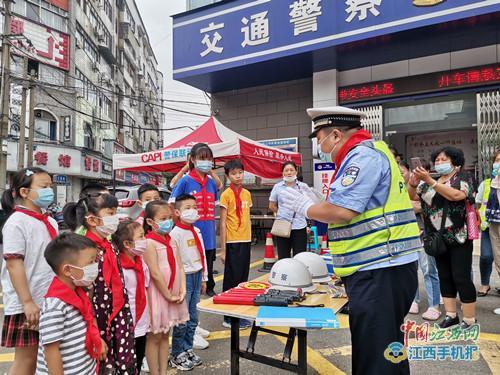 """提前的""""六一""""礼物!九江交警邀请小学生走进警营 学习交通安全知识(组图)"""