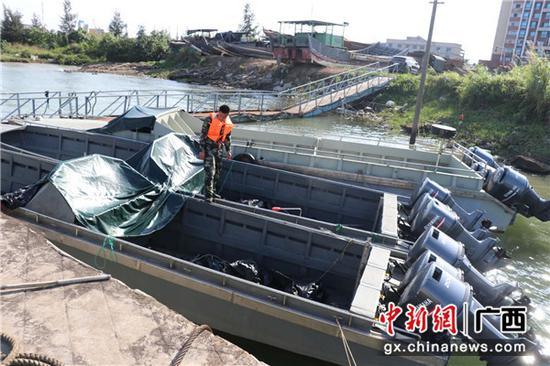 """广西钦州海警局查获5艘""""三无""""大马力摩托艇"""
