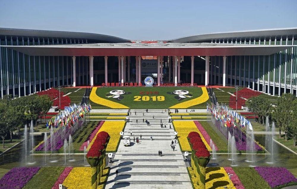 这是2019年11月9日拍摄的上海国度会展中央。第二届中国国际入口展览会2019年11月5日至10日在这里举办。新华社记者 王鹏 摄
