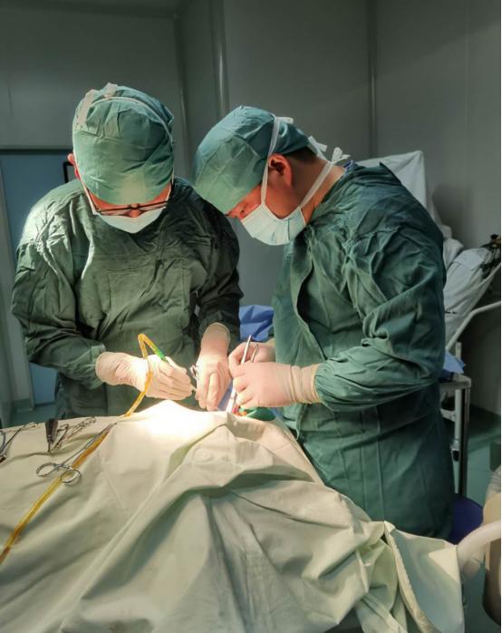 脸上有洞液脓, 病因却在牙根    长沙援藏专家为藏族同胞手术治疗