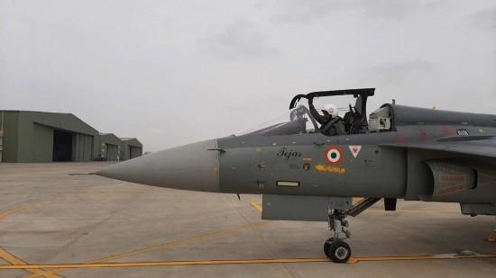 印度空军第二支光辉战斗机中队成立空军司令亲驾机试飞