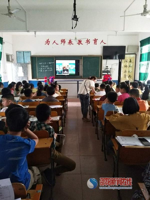 隆回县六都寨镇中心小学开展英语教研活动