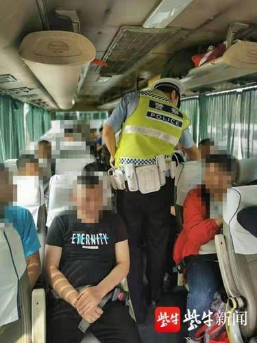 注意了!南京严查开车不系安全带,后排乘客不系也将被处罚