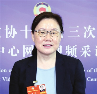 全国政协委员、市高级人民法院副院长 李颖