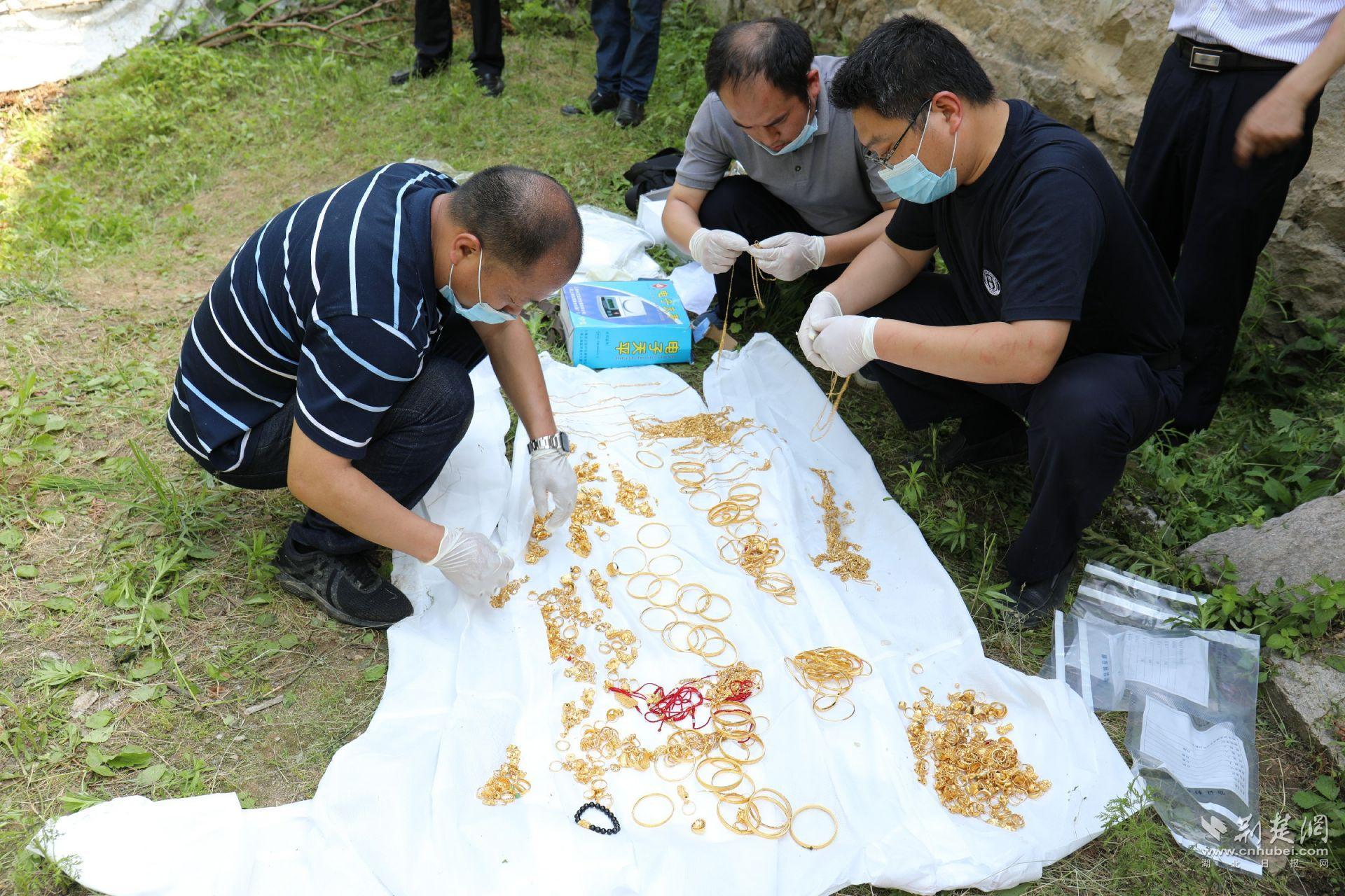 罗田破获建县以来最大盗窃案 追回价值300万元的黄金首饰